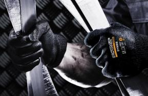 Juba introduces the first glove with Dyneema® Diamond technology in black colour without fibreglass.